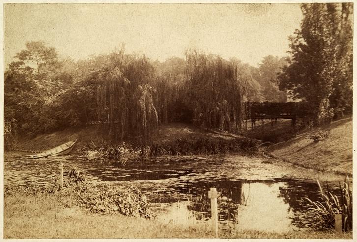 A szigetre vezető kis híd 1896-ban