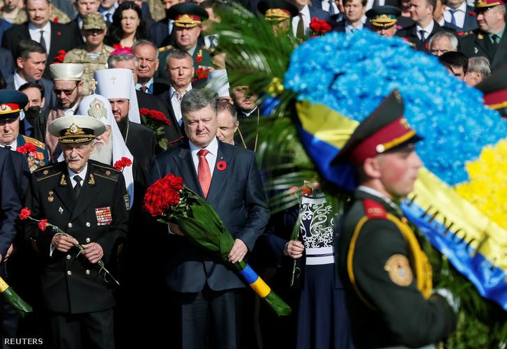 Porosenko ukrán elnök a kijevi megemlékezésen.