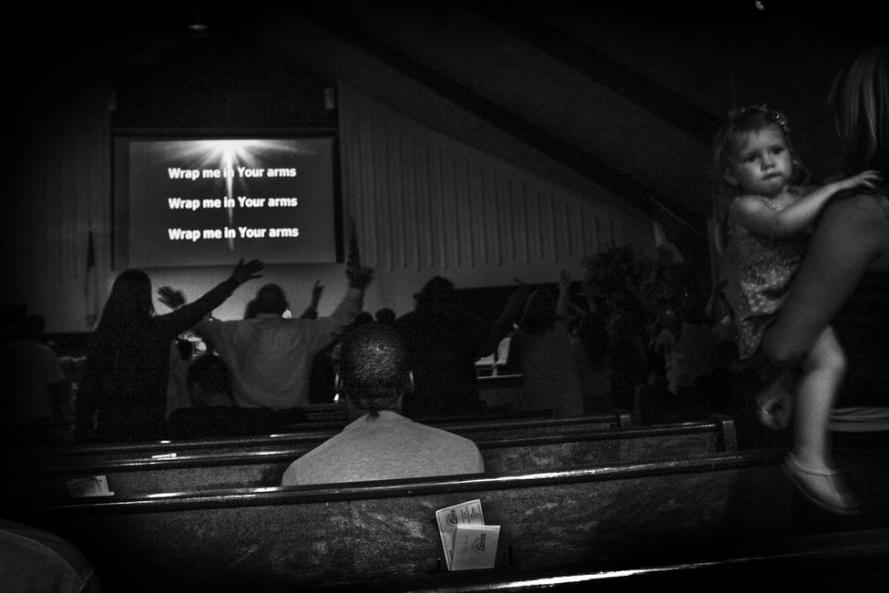 Az elvonókúra részeként Shanon egy Oakland északi részén álló templomba jár. A felekezet tagjai mind kábítószerfüggők.