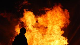 Gyerekestül akarta magára robbantani házát, mert azt hitte, megcsalják