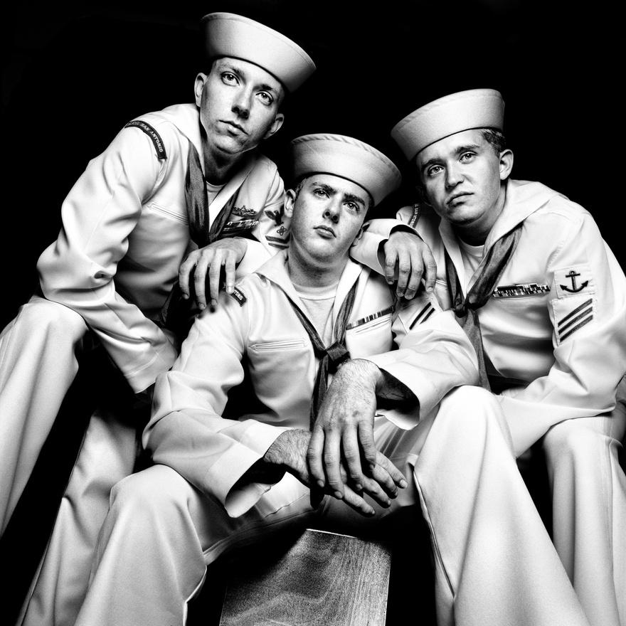 Alex Smith (b), Jeremiah Lineberry és Hoyt matrózok, három a USS San Antonio hadihajón szolgáló legénység 363 tagja közül. Norfolk, 2008.