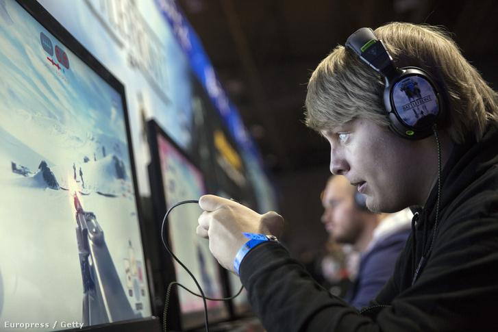 Gamer az EGX 2015-ös videójáték expón.