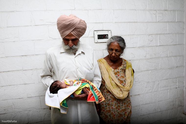 A kisbaba, Arman Singh és szülei most