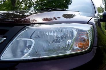 Az importőrnek javasoljuk, hogy állítsák be átadás előtt a fényszórókat, mert ez két méterrel az autó elé világított, míg a másik oldal egyenesen előre, a semmibe. Az izzók azonban legalább olcsóak