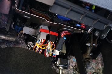 A műszerfal alján nem találtam még annyi burkolatot sem, mint az 1989-es BMW-mben