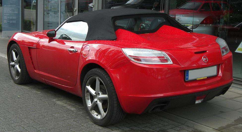 Az Opel GT modern kori változatát a GM Kappa platformjára építették, a Pontiac Solstice és a Saturn Sky európai testvéreként