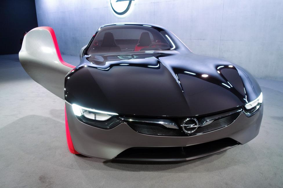 Alapvetően nem tervezik a szériagyártású változatot, de a tervezettnél sokkal nagyobbat durrant a modern GT-tanulmány, szóval még bármi lehet a dologból