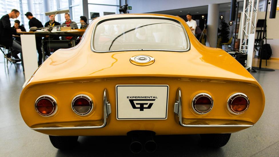 Az Experimental GT külseje azért lényegesen különbözött a későbbi Opel GT-étől, érdemes megnézni a hátulját is