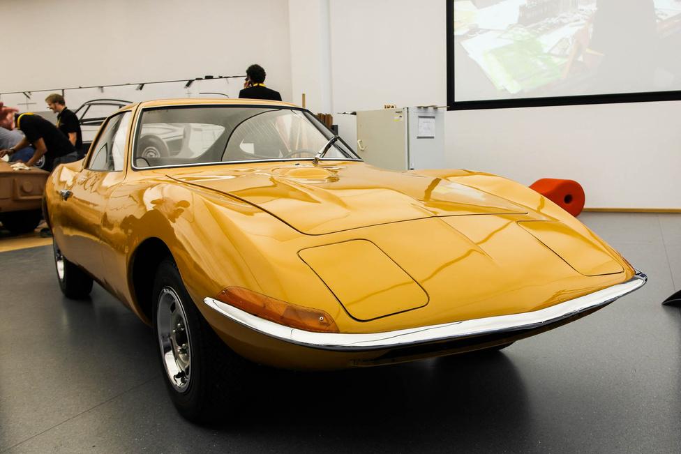 Az Experimental GT egy tanulmányautó volt, amely 1965-ben akkora sikert aratott FRankfurtban, hogy 3 évvel később már elkészült a szériagyártású változata