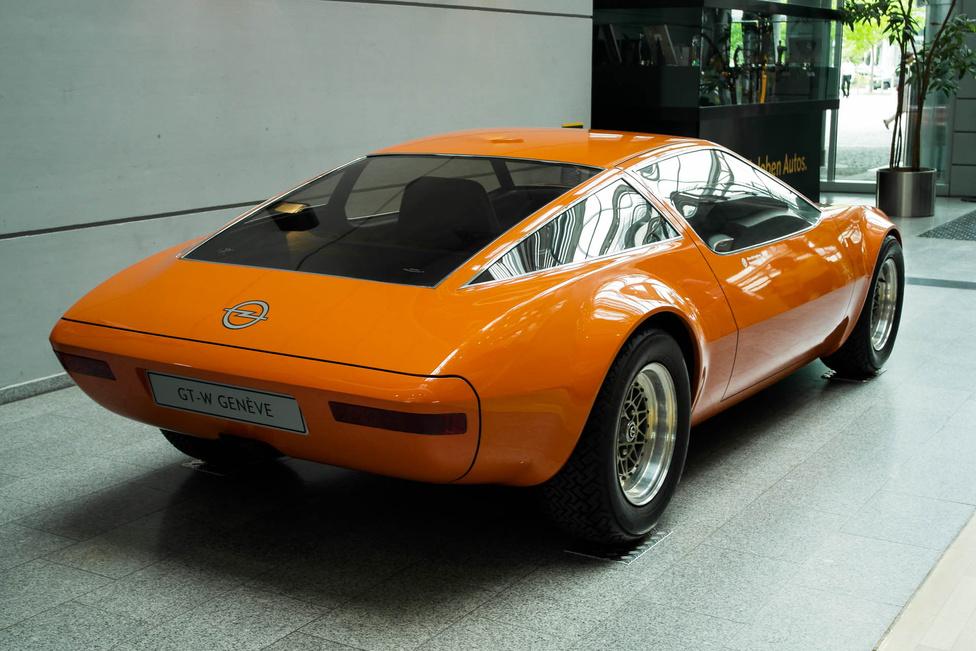 1975-ben készült egy GT-W nevű tanulmányautó, amely az Opel Wankel-motoros sporkupéjának volt a mellékterméke. A Wankel-programot leállították, de a kasznit kiállították a '75-ös Genfi Autószalonon