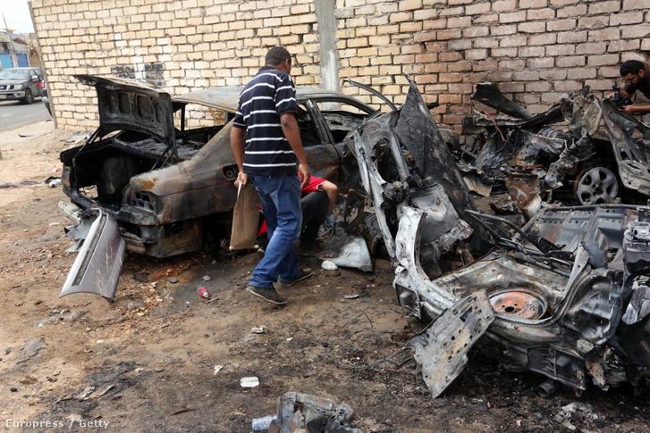 Bombatámadás Tripoliban 2015. szeptemberében.