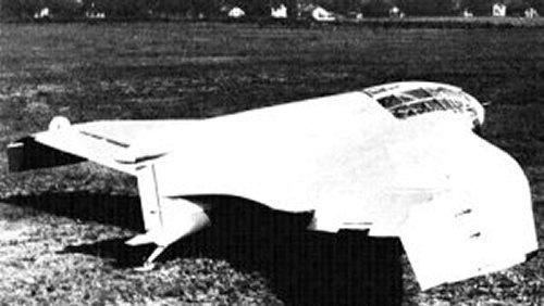 ...a rakétamotorral hajtott DFS40 állt volna. Amely el is készült, de akkor már csak egy száz lóerős Argusra futotta. A repülési jellemzői nagyon jók voltak.