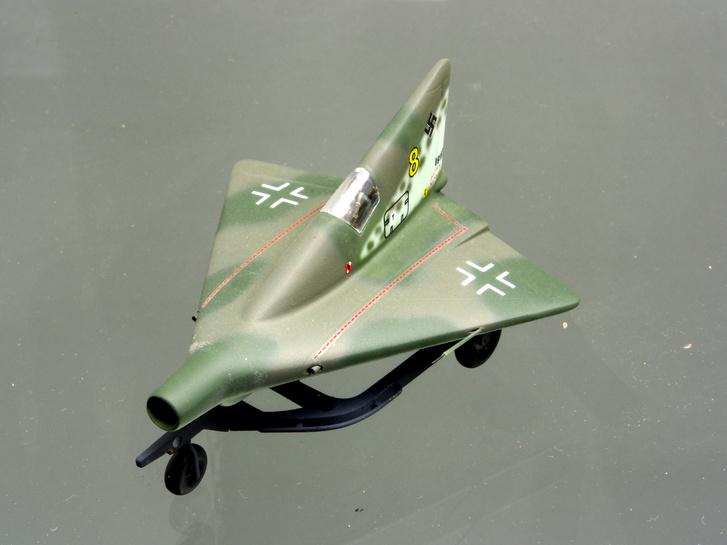 A P.13a volt a végső cél és bármilyen furcsának is tűnik, a háború után derült ki, hogy mennyire életképes konstrukció volt valójában. Torlósugaras hajtóművét szénnel működtették.