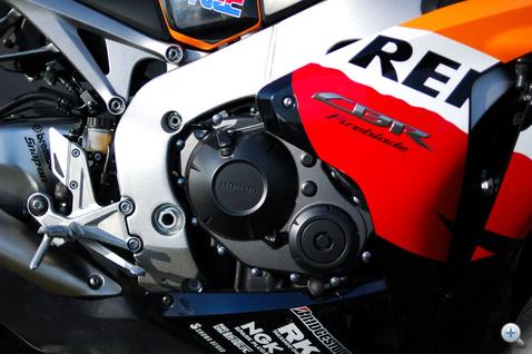 Higgyék el, hogy a CBR legkompaktabban összerakott motor, akárhogy is nézzük. Honda.