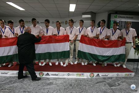 A legutóbbi magyar vb-érmes gratulál