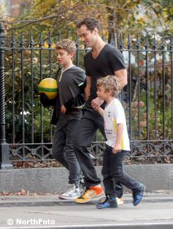 Jude Law és fiai