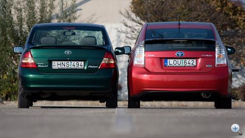Egyik autó, másik tömb