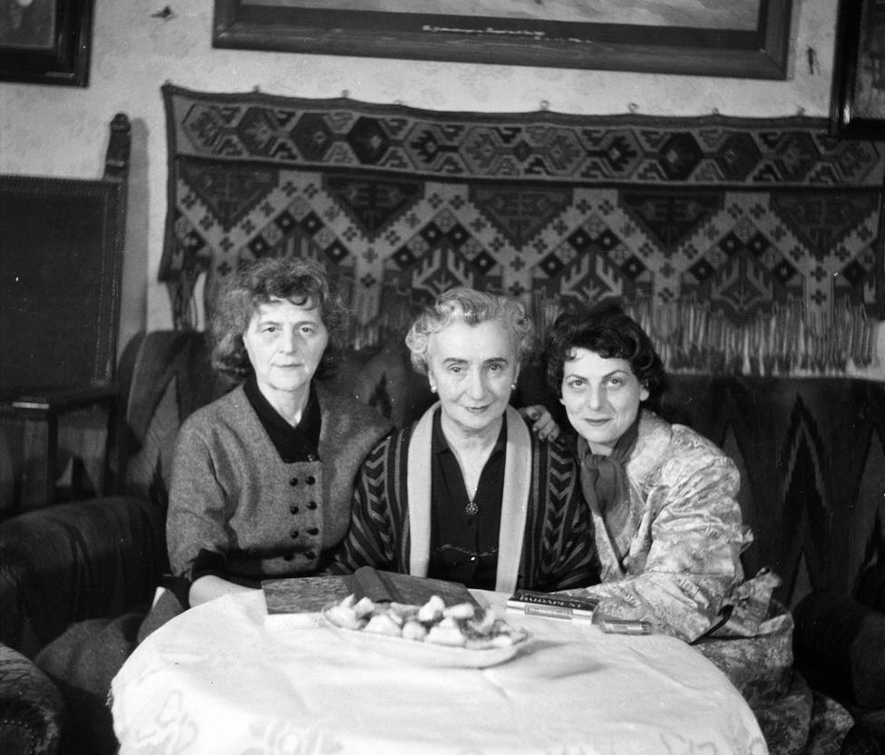 Kati és az anyja, Lilly túlélte a háborút. Kati az ötvenes évek elején ment férjhez LukászFerenchez, akit minden bizonnyal gyerekkora óta ismert, hiszen Lukászéknak a Teréz körút22-ben (vagyis Rothmannék szomszédjában) volt nagy múltú, híres kályha- és tűzhelyüzlete1911-től az államosításig. Ezután Lukász Ferenc bárzongoristaként dolgozott.Rothmann Katalin 2000-ben halt meg, sok betegségben töltött év után. A Kozma utcaitemetőben nyugszik.Köszönet a Napocza nicknevű fórumozónak a megfejtésért, Egon Philipnek a családitörténetekért és Munk András történésznek.