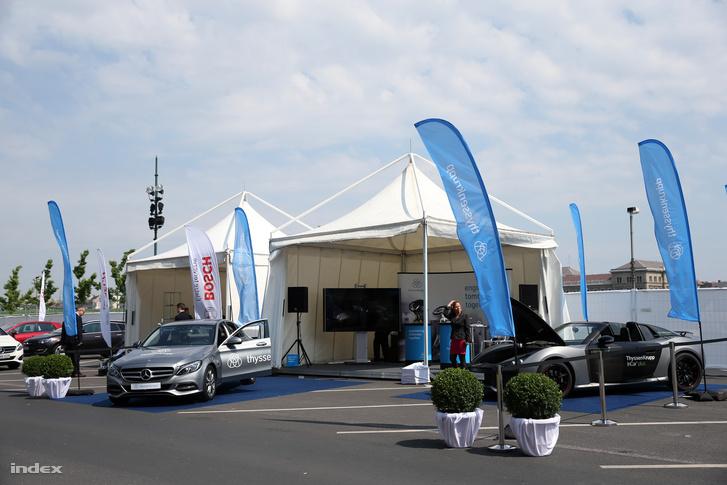 A Jövő Autói konferencia kiállító standja, 2016. május 19-én.