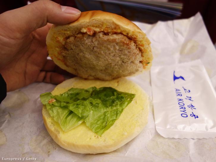 Hamburger egy észak-koreai repülőjáraton.