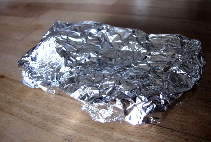 Egy gondosan elkészített alufólia-csomag tökéletes Faraday-kalitka