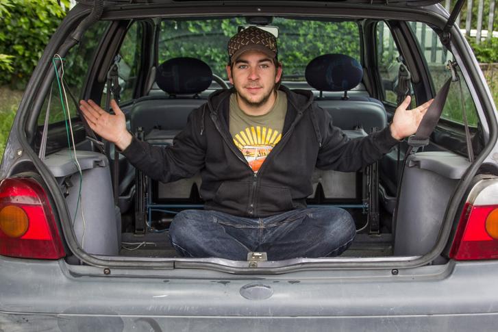 Lehajtott, előre döntött hátsó ülésekkel kisteherautósan nagy helyet kapunk