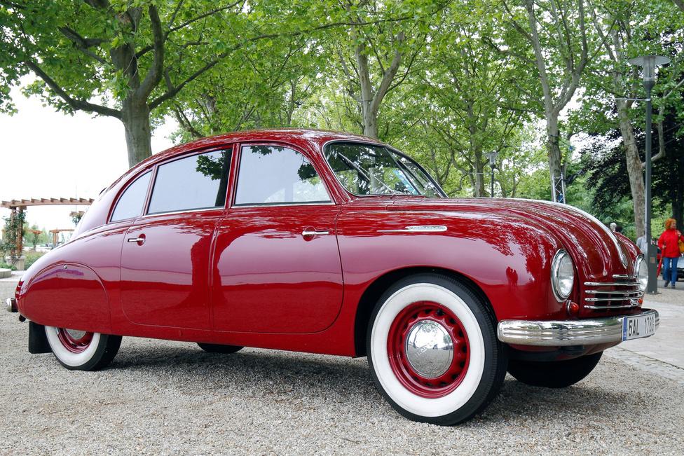 A legszebb Classic limuzin díját kapta a Tatra T600 Tatraplan (1936). A négyhengeres, léghűtéses motorú Tatraplan általában megbújik a legendás nagy testvér, a T87 árnyékában, pedig nincs oka szégyenkezésre. A Járay Pál aerodinamikai kísérleteinek eredményeképp megszületett, rendkívül áramvonalas széria utolsó tagját 1952-ig gyártották. Érdekes, hogy mennyire népszerű manapság a márka Nyugat-Európában, különösen a hollandok és a németek rajonganak érte.