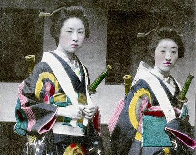 Vintage-Photos-of-Japanese-Ladies-with-Their-Katana-Swords-3
