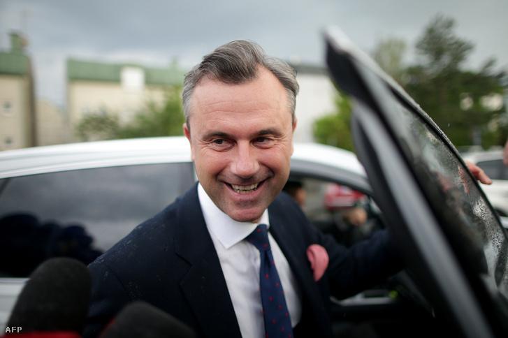 Norbert Hofer a Szabadságpárt elnökjelöltje érkezik egy televíziós szereplésre Bécsben, 2016. május 19-én.