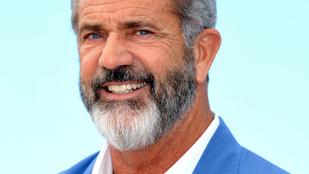 Mel Gibson hajóskapitányként érkezett Cannes-ba