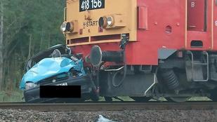 Dabason vonat ütközött személyautóval