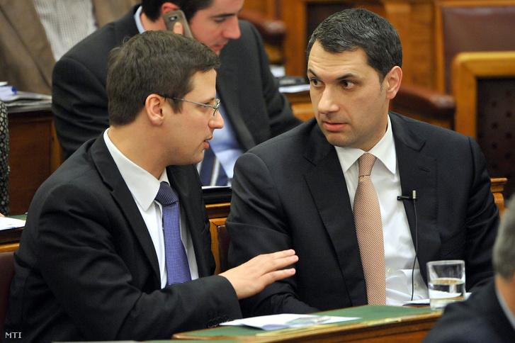 Gulyás Gergely és Lázár János az Országgyűlés plenáris ülésén.