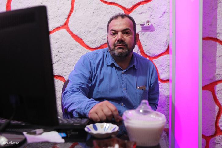 Egy török stróman nevén vezeti a vállalkozását. Nem tud mit csinálni, ha átverik.
