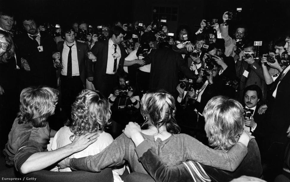 A britek egy idő után rájöttek, hogy annyira utálja őket a többi ország, hogy sose fognak már nyárni. 1997-ben nyertek utoljára, de az 1981-es győzelem is igazán emlékezetes lehet. Ezt a fantasztikus nevű Bucks Fizz együttesnek köszönhetik, ami az ABBA-hoz hasonlóan két fiúból és két lányból áll, és annyi volt még bennük az extra, hogy éneklés közben úgy táncoltak, mintha futnának.