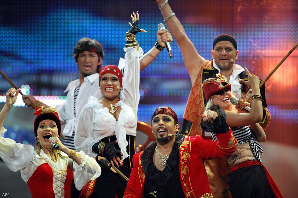 A 2008-as Eurovízió még a szokásosnál is jóval súlyosabb volt, hiszen az éneklő ír plüsspulyka és Csézy mellett olyanok is indultak, mint a lett Pirates of the Sea. A tenger kalózai - ugyanis ezt jelenti ez a kreatív név - csak annyit tettek hozzá a műsorhoz, hogy kalóznak öltözve énekeltek olyan számokat, mint a többiek.
