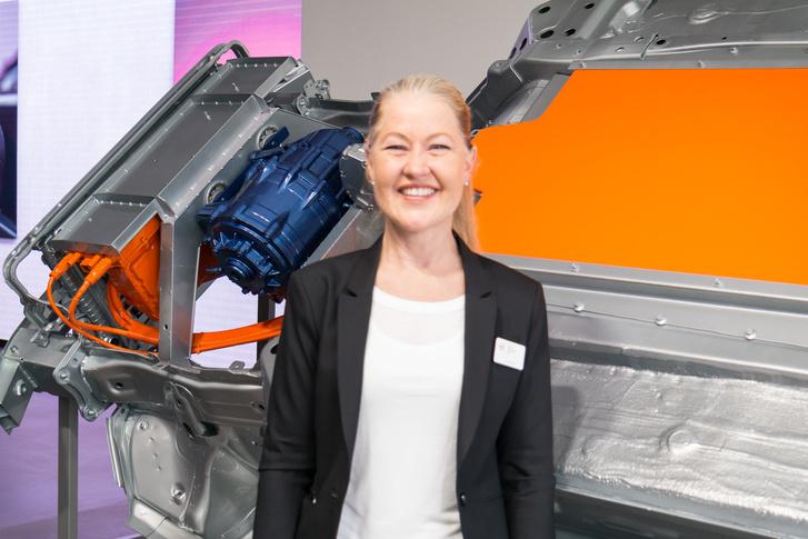A hölgy is alelnök, és ő felel a 40-es család fejlesztésért, Helena Bergström Pilónak hívják (bocsánat az életlen fotóért)