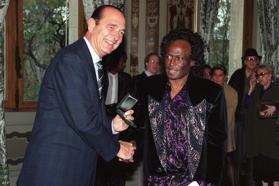 Mindig szerette Párizst; nemcsak a nők miatt, akikkel kapcsolata volt, hanem a jazzért rajongó értő közönsége miatt is. 1989-ben a főváros díszpolgárává avatták; a kitüntetést az akkori polgármester és későbbi miniszterelnök, Jacques Chirac személyesen adta át neki.