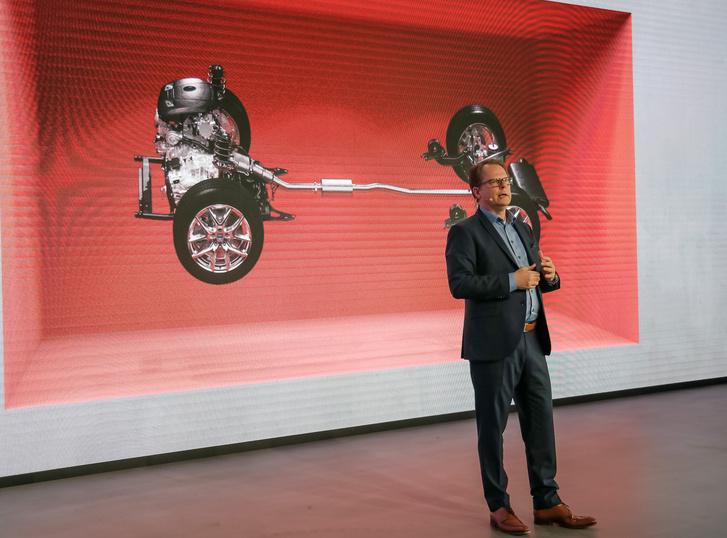 Peter Mertens (is) a VW-csoporttól érkezett a motor/hajtáslánc fejlesztéseket vezeti