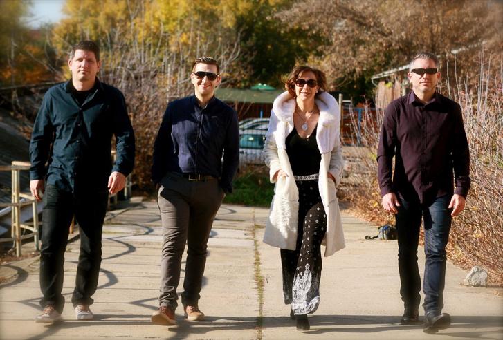 Fullajtár Andrea és a zenekar