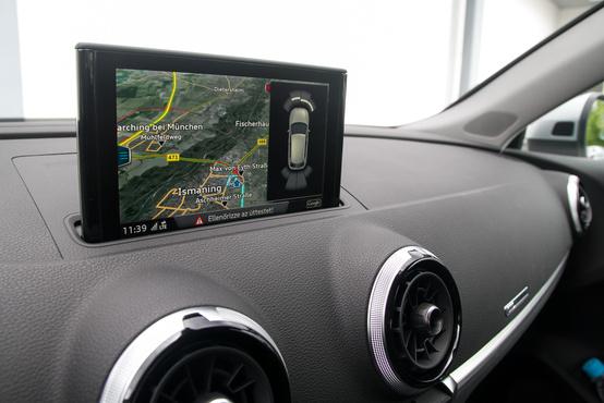 Érdekes stratégia: az A3-asban süllyeszthető a képernyő, az A4-esben fix