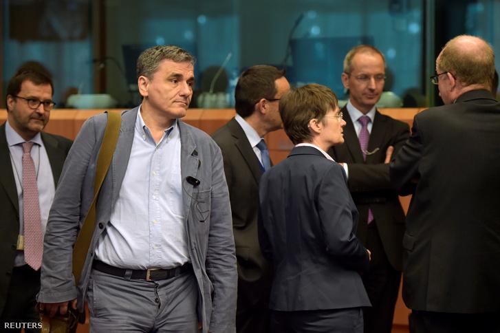 A görög pénzügyminiszter távozik a brüsszeli tárgyalásról 24-én.