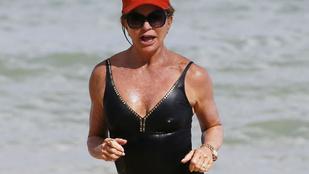 A 70 éves Goldie Hawn fürdőruciban <3