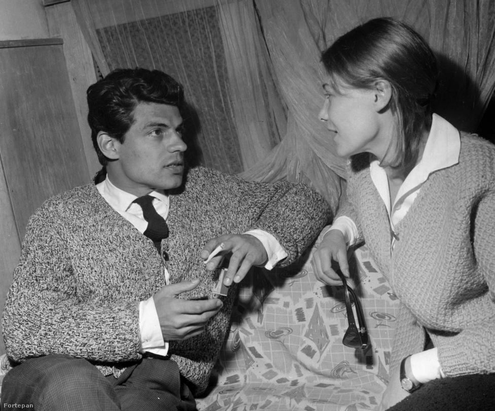 """""""Nincs mit szépíteni a dolgon, hamarosan elmegyek, ezzel számolnom kell"""" – mondta halála előtt egy évvel Sztankay István, aki végül 2014 szeptemberében, hosszú betegség után hunyt el. A fényképen Törőcsik Marival látható a Varsói melódia egyik próbáján 1968-ban. A színész megszállottan gyűjtötte a rádiókat és a zseblámpákat. Mikor a felesége autójában egyszer elromlott a belső világítás, és kölcsönkért tőle egy zseblámpát, így válaszolt neki: """"Nekem nincs egy fölösleges sem!"""""""