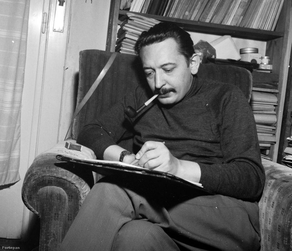 Örsi Ferenc író és forgatókönyvíró saját lakásán. Legismertebb műve a filmsorozatként, majd regényként is megjelent A Tenkes kapitánya. 1968 és 1976 között a Pajtásnál dolgozott ő is.