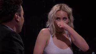 Igen, az ott tényleg fika volt Jennifer Lawrence orrán