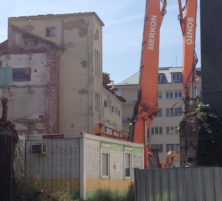 A lebontott 170 éves épület helye