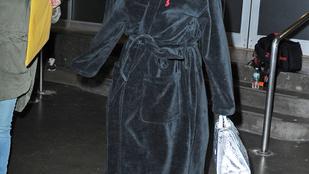 Rihanna tuti, hogy az utcai köntös viseletet is divatba tudná hozni