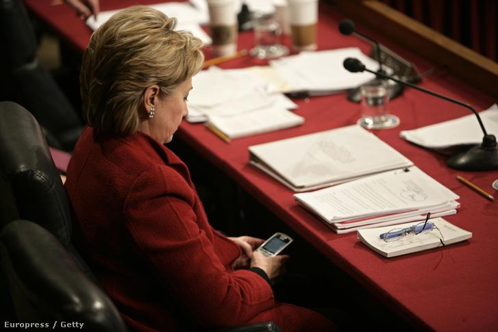 Hillary Clinton és az ő Blackberryje