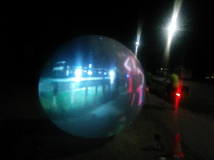 Hajni a célban egy gömbben