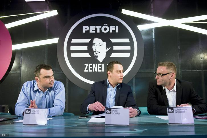 Pető Zoltán (középen)
